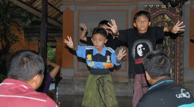 balinese-boys-practicing-traditional-dance
